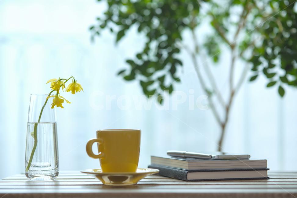 커피, 책, 독서, 창가, 테이블