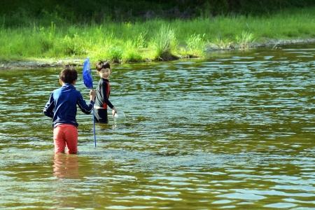 물놀이-여름-시냇가-강물-고기잡이