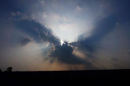 구름-하늘-햇빛-그림자-신비함