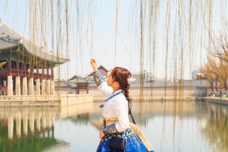한복-경복궁-경회루-연못-여성