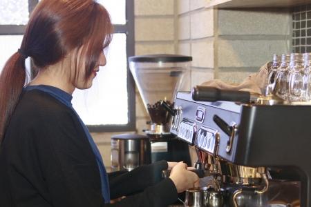 바리타스-여대생-아르바이트-커피-카페
