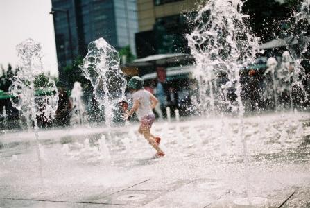 물놀이-아이-여름-분수-광화문