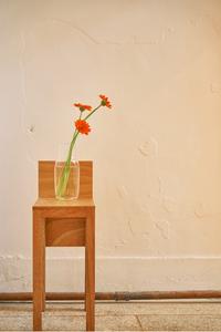 카페-감성-꽃-따뜻한-의자