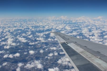 하늘-비행기-창밖-기내에서-구름