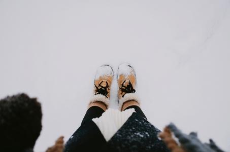 겨울-눈-신발-발사진-winter
