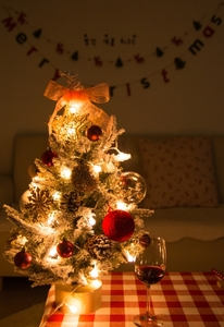 크리스마스-트리-크리스마스파티-앵두전구-전구