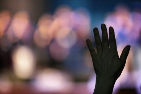 손-예배-콘서트-실내-감성