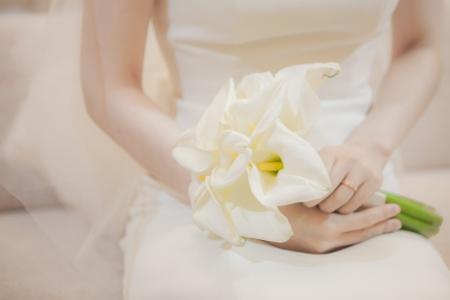 웨딩-결혼-드레스-부케-설렘