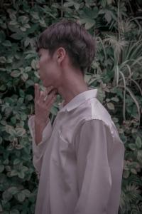 인물-풀-자연-셔츠-남자