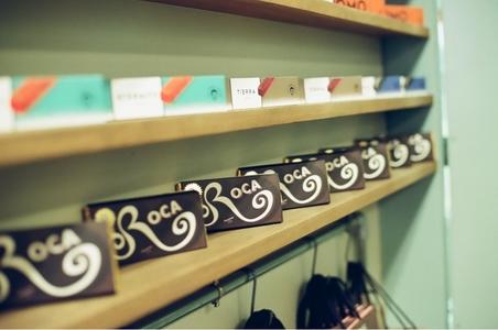 카페-인테리어-초콜릿-roca-벽