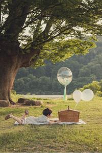나무그늘-아이옆모습-소풍-바구니-행복