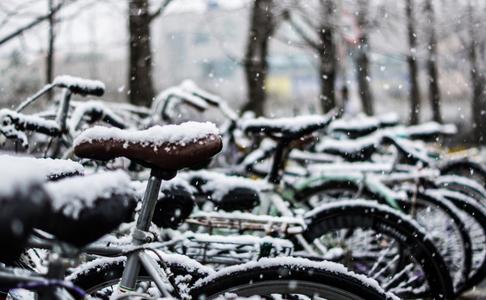 자전거-눈-겨울-주차장-bike