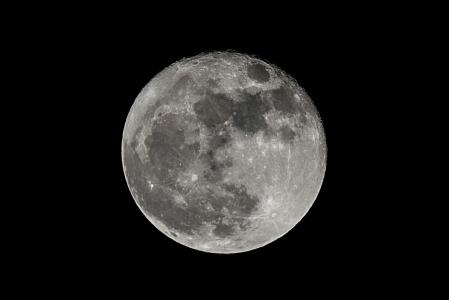 슈퍼문-달-흑백사진달-망원으로촬영-moon