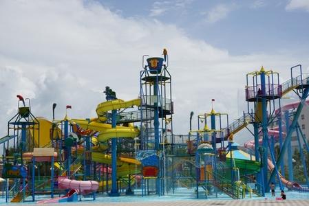 워터파크-휴양지-리조트-미끄럼틀-수영장