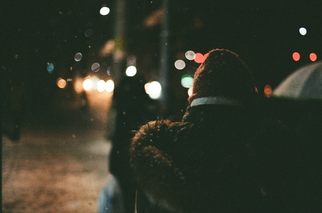 뒷모습-모자-겨울-인물사진-눈