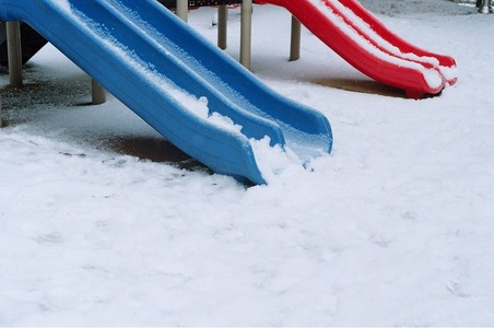 눈-겨울-놀이터-미끄럼틀-어린시절