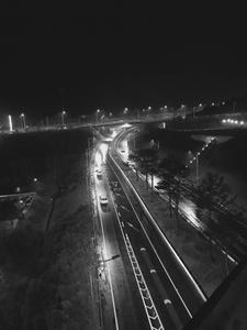 흑백-자동차-불빛-인제-고속도로