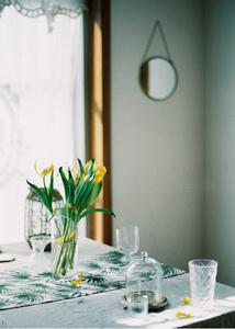 감성사진-필름사진-꽃-테이블-탁자