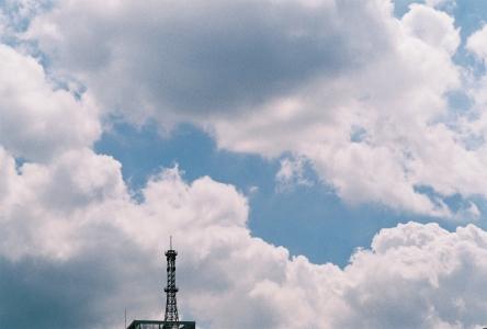 하늘-구름-필름-안테나-감성