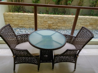 의자-테이블-테라스-쉼터-휴식