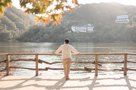 뒷모습-남이섬-가을-감성-단풍