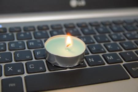 촛불-양초-노트북-컴퓨터-밝음