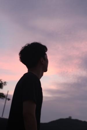 일몰-하늘-남자-단독-인물